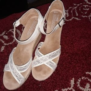 Toms cute offwhite lace wedges size 9.5